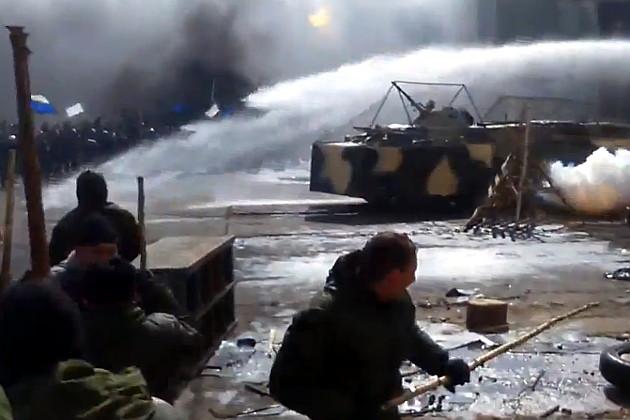 Rusijos teisėsauga mokosi protestuotojus vaikyti kulkosvaidžiais.